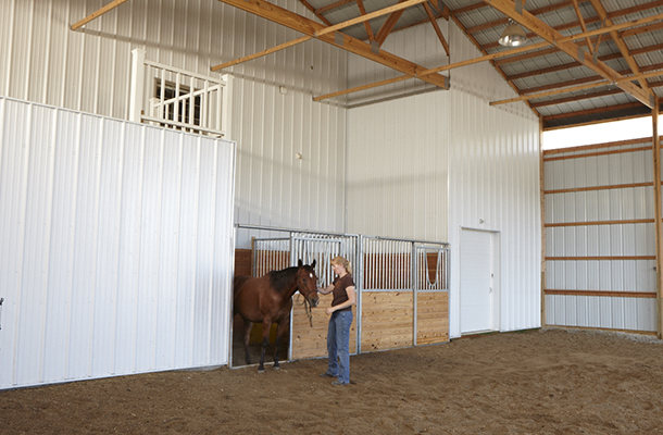 Alden Ia Stable Arena With Living Quarters Building